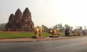 lopburi-monkey-temple