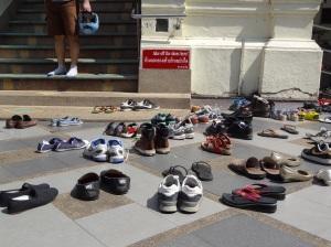 doi-suthep=no-shoes