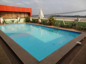 vientiane_cheap_swimming_pool